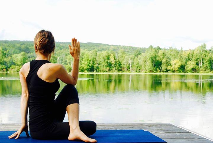 Kiertäen tasapainoon! Huomisen Össijoogan teemana on virkistävät ja kehoa puhdistavat kierrot. Maria ohjaa tunnin…