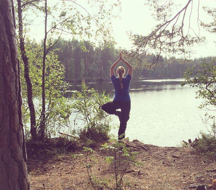 Illalla joogassa jatketaan tasapaino-teemalla, tänään hieman toisesta näkökulmasta. Miten sinä voisit lisätä tasapainoa omaan…