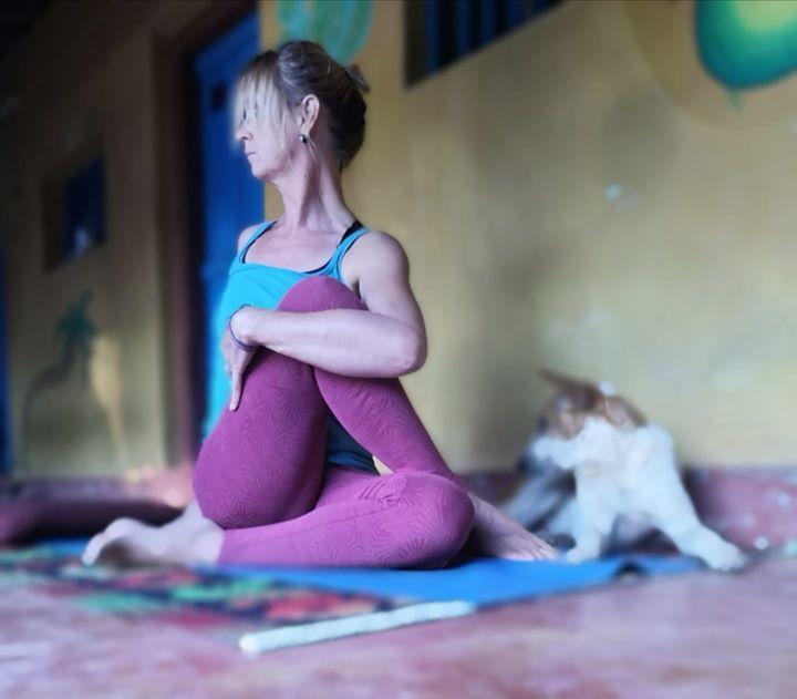 Kiertäen tasapainoon: kevät on vihdoin saapunut ja teemme lempeän flow-joogaharjoituksen, jossa keskitytään kehoa puhdistaviin…